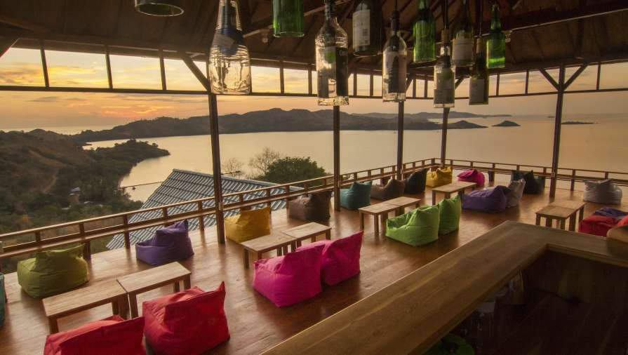 360 bar - cheap labuan bajo hostel